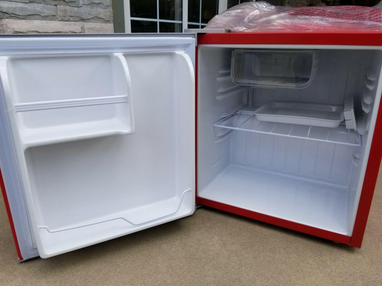 Igloo Mini Fridge NEW
